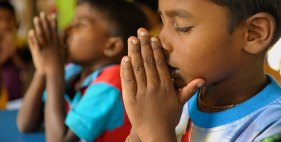 Sri-Lankan-boy-praying